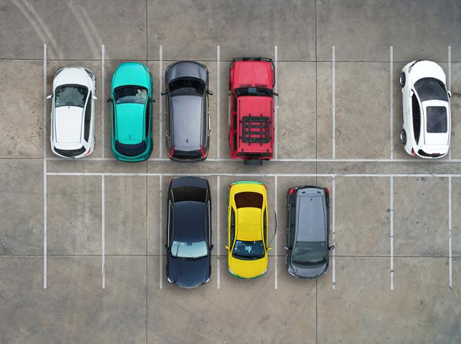 L'assemblea di condominio può decidere di realizzare dei posti auto nel cortile ma senza escludere nessun condomino da tale assegnazione.
